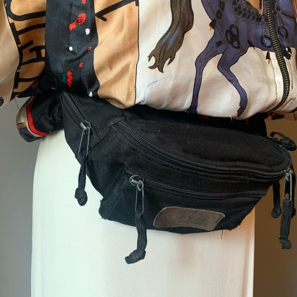 Vintage Handbags - Vintage Fanny Pack